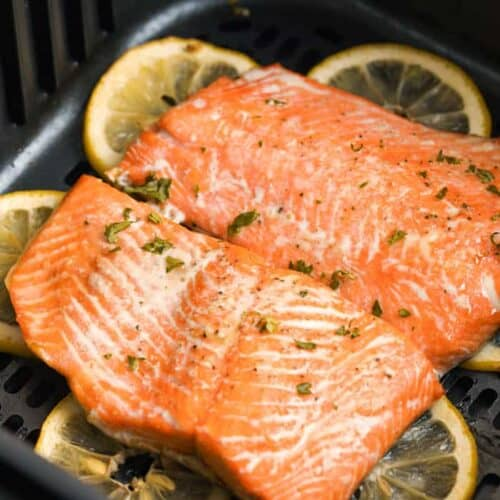 Salmon cooked in the air fryer with lemons